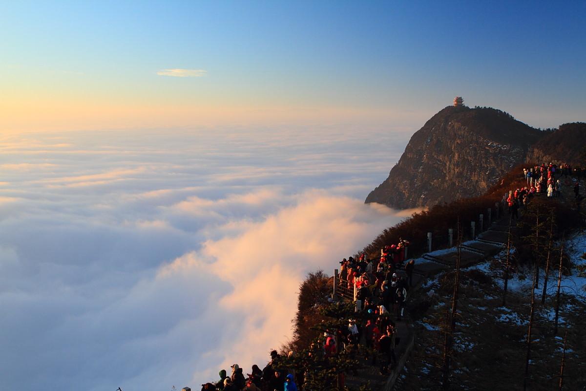 Mont Emei : La Montagne Sacrée