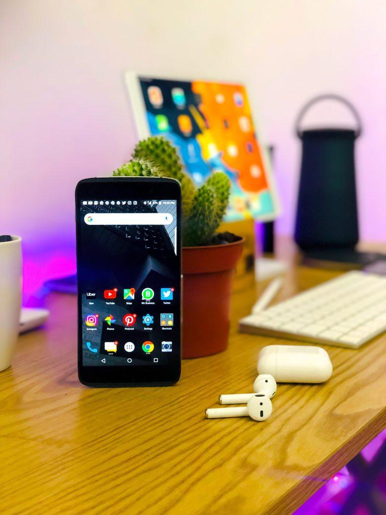 Le téléphone portable devient essentiel durant le confinement