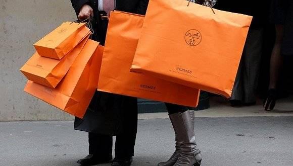 Le shopping de luxe recommence à faire fureur dans la boutique Hermès du Guangdong